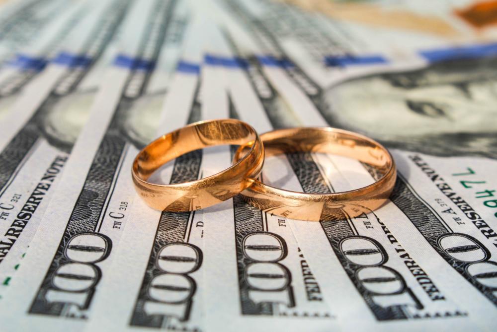 Finanzas Matrimonio Biblia : Razones económicas que lo harán pensar dos veces antes